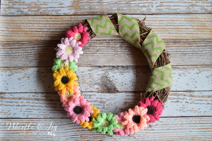 crochetdaisywreath2WM